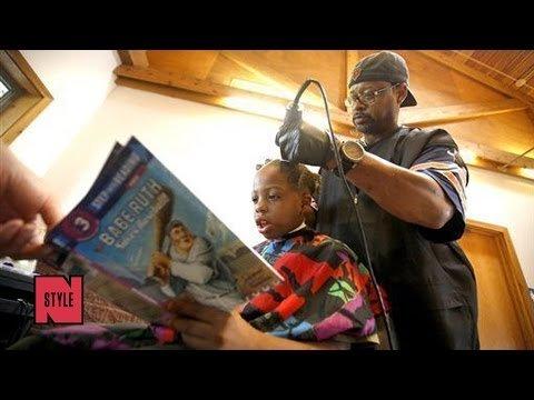 Frisör schneidet Kindern kostenlos die Haare wenn sie ihm etwas vorlesen